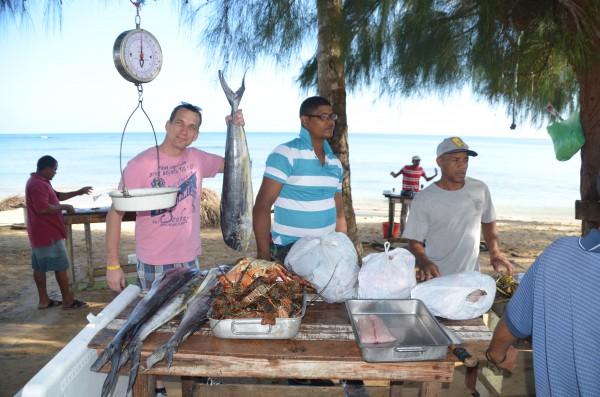 Roland auf dem Fischmarkt Las Terrenas